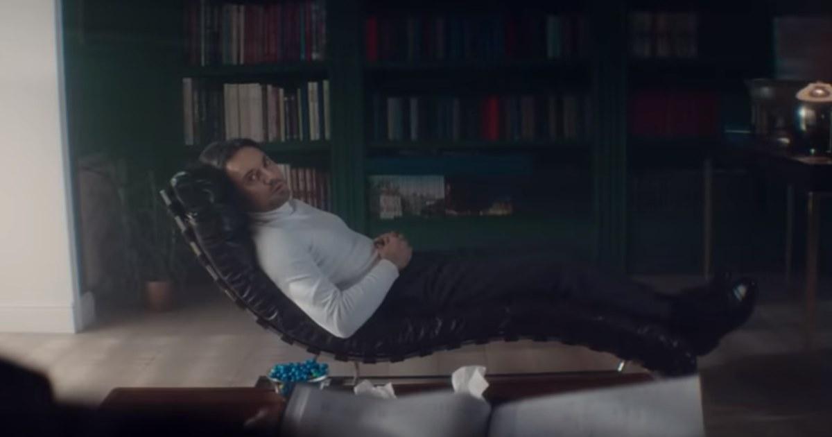 «Доктор, это нормально?»: Сбербанк выпустил рекламу с клиентом-параноиком