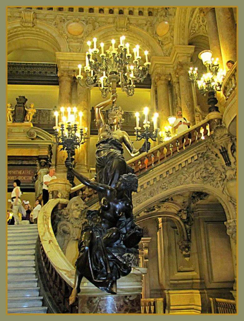 Фрагмент главной лестницы Оперы Гарнье (Париж)