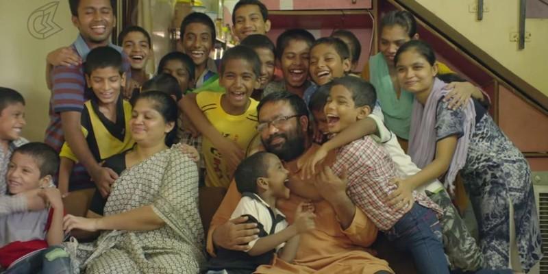 Мужчина усыновил более 20 вич-положительных детей, от которых отказались родители вич, добрые люди, индия, отец герой, усыновление детей