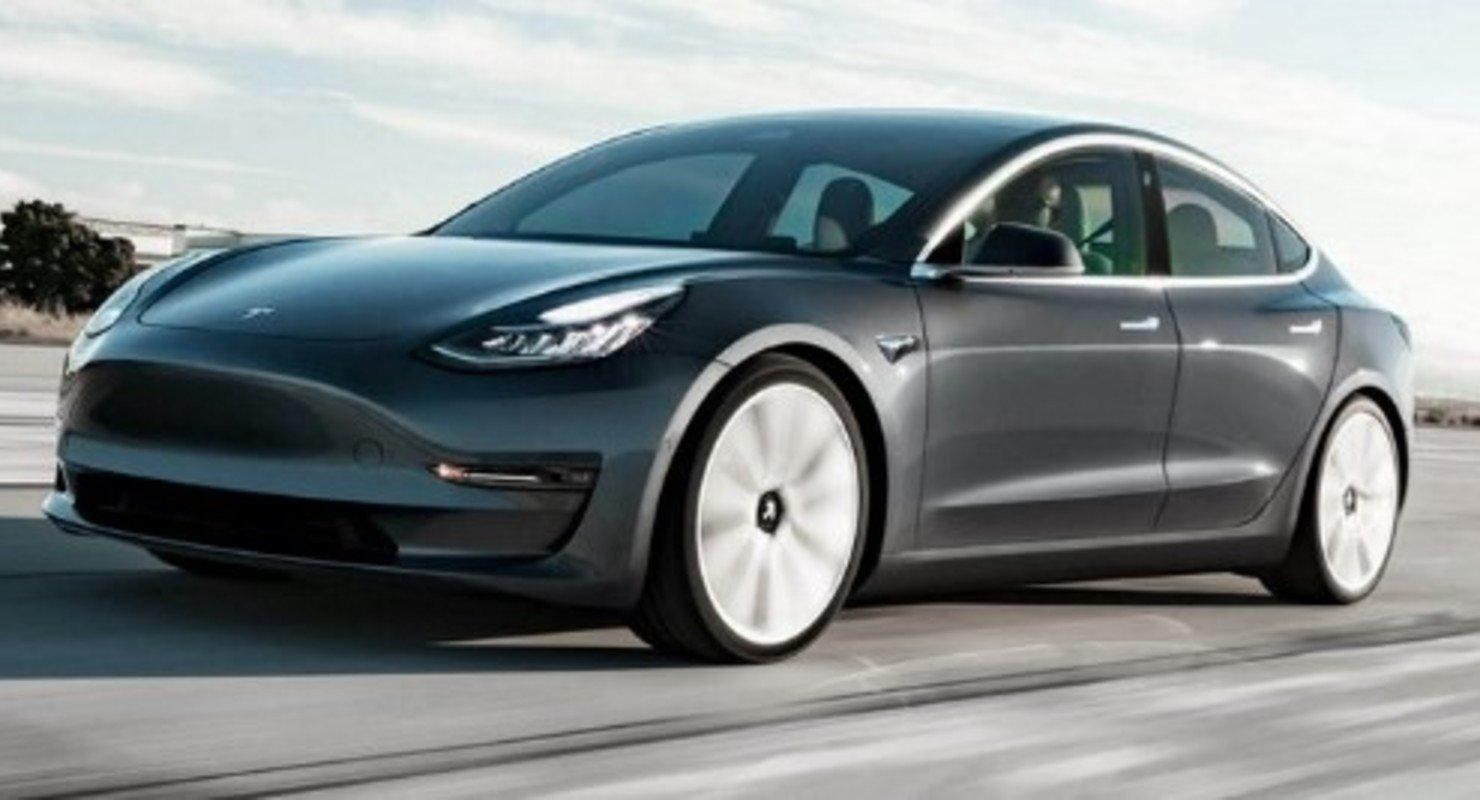 Провели драг-рейсинг старой и новой версии электрокара Tesla Model 3 Автомобили