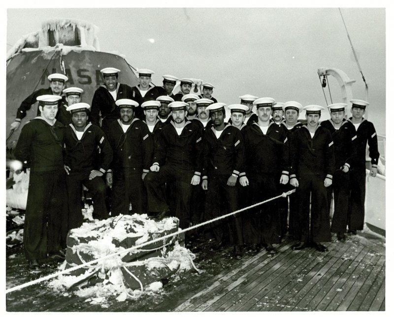 "Члены экипажа ""Southwind"" на фоне капсулы 70-е, СССР, Союз-Апполон"