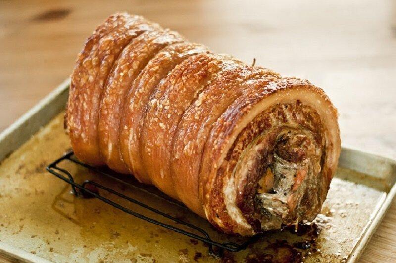 Итальянское блюдо поркетта - приготовленный в духовке рулет из свинины с добавлением разнообразных специй. Как правило, для приготовления поркетты используется не только мясо, но и свиное сало готовка, еда, идеи, кухня, рулеты