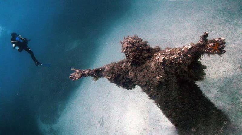 Подводная статуя страшные места, страшные места на земле, страшные места на земле фото