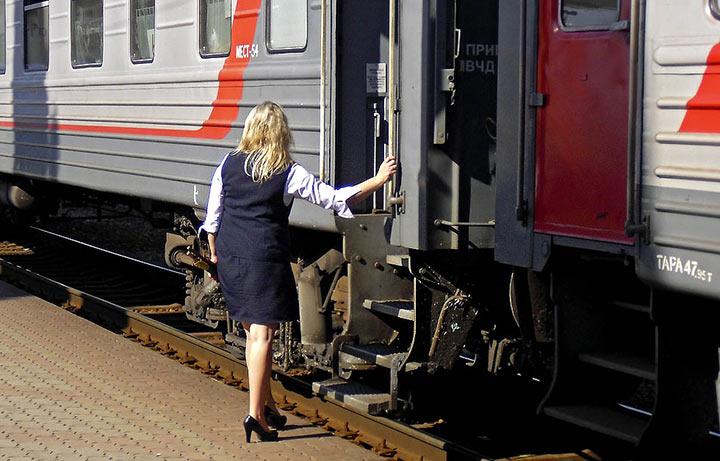Откровения проводницы поезда дальнего следования: Жизнь, сeкс и работа в рейсе…
