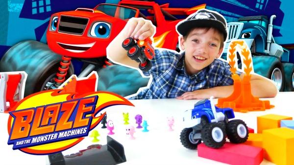 Игрушки Чудо Машинки. Полоса Препятствий для ВСПЫША и КРУШИЛЫ! Игры для мальчиков Гонки. Прилипалы