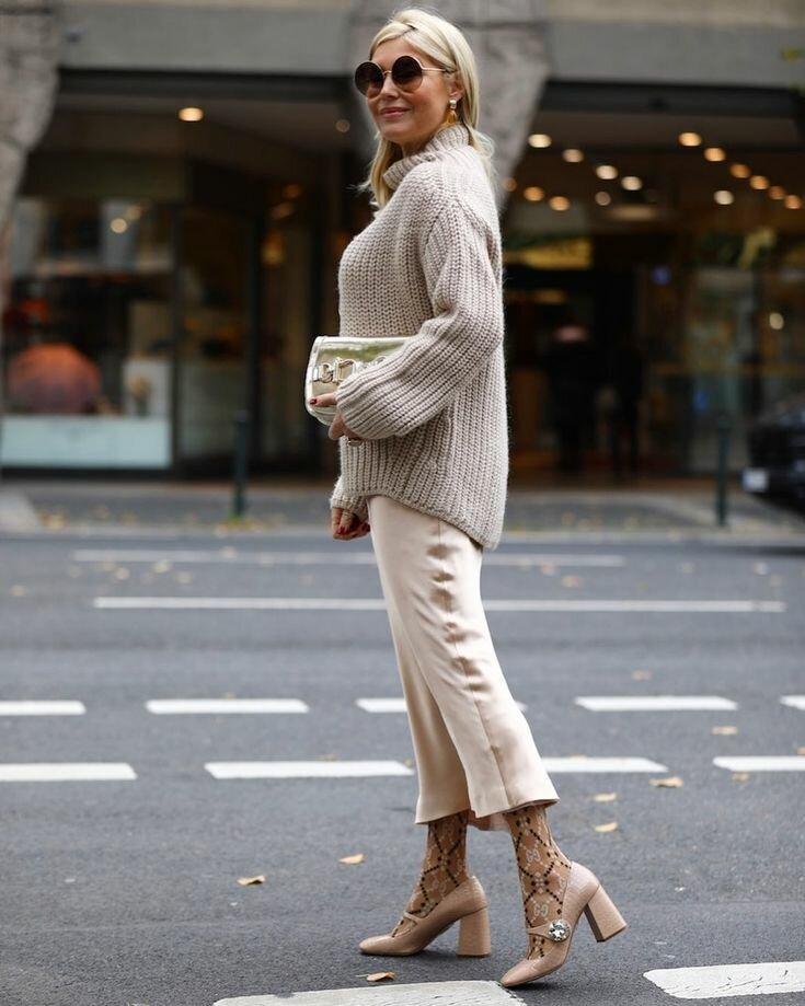Девять идей, как носить свитер женщине за 50