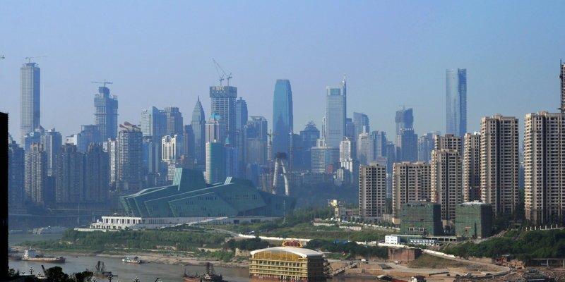 на минуточку...Чунцин - это незаштатный городишко, а мегаполис с 40 млн жителей взятка, имхо, казнокрады, коррупция, оценочное мнение
