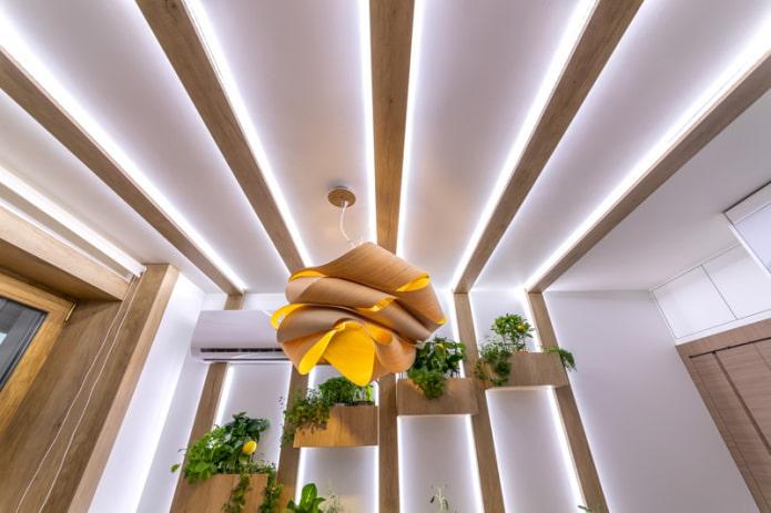 парящий потолок с балками