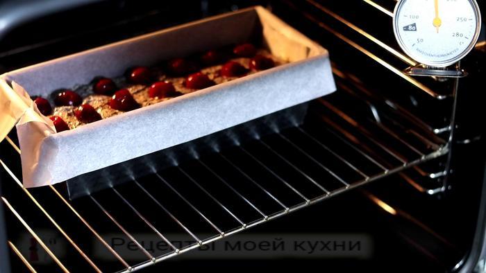 Кекс с вишней и маком сладкая выпечка