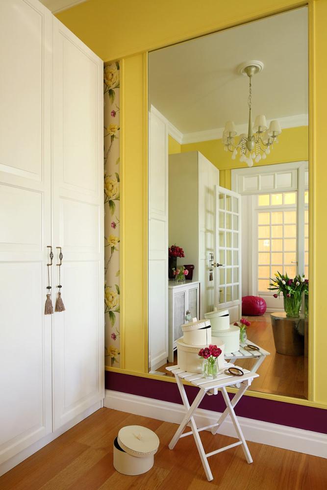 Гостиная, холл в цветах: светло-серый, белый, салатовый. Гостиная, холл в .
