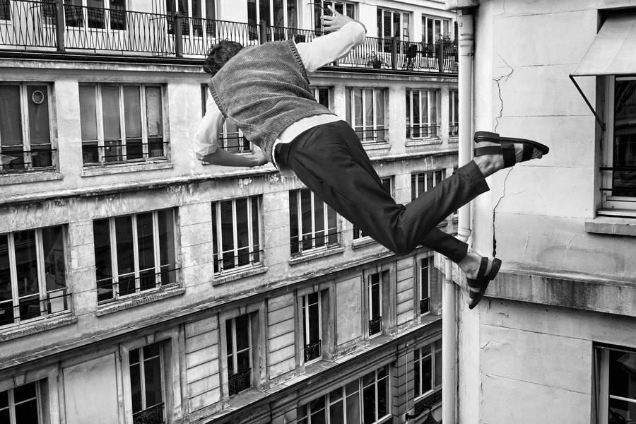 падающий человек с крыши картинки