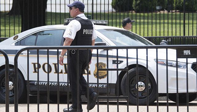 В офис Обамы прибыла полиция после обнаружения там письма с белым порошком