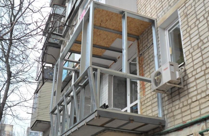 можно ли увеличить балкон фото дом, зеленые кусты