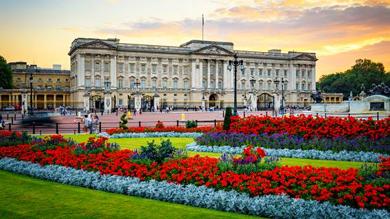Букингемский дворец запрещал принимать представителей этнических меньшинств на канцелярские должности в 1960-х годах