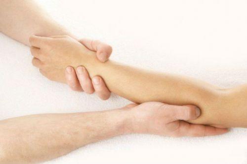 Боль в мышцах рук и ее лечение