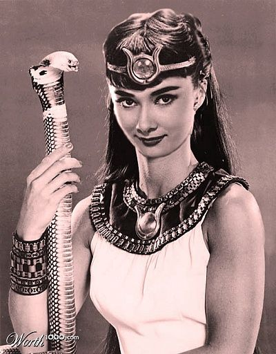 Одри Хепберн в образе Исиды