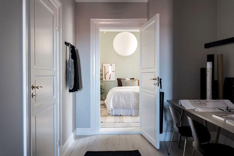Великолепная белая квартира с живыми деревьями в качестве декора в Гетеборге гетеборг, интерьер и дизайн, квартира, комнатные растения, светлый интерьер, скандинавский стиль