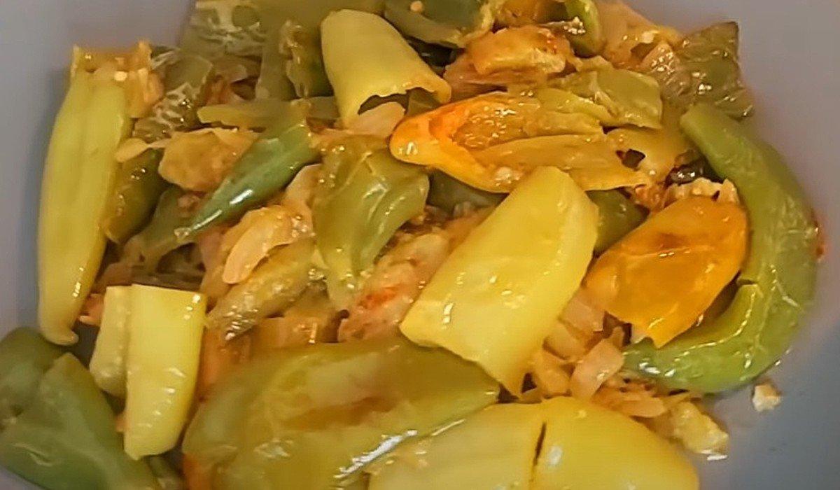 Тушеные зеленые помидоры с перцем овощные блюда