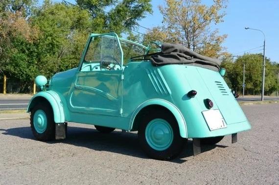 Мужики купили у деда инвалидку и превратили ее в чудесный кабриолет. авто и мото