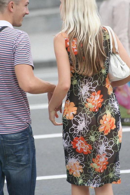 фото девушек на улице в просвечивающем яйцеклетку, самая