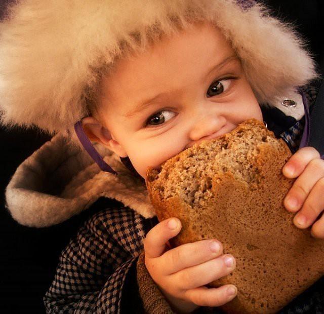 Посвящается всем, кто отгрызал корочку, неся хлеб домой