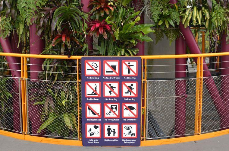 Никаких чаевых! И ещё 8 запретов в Сингапуре