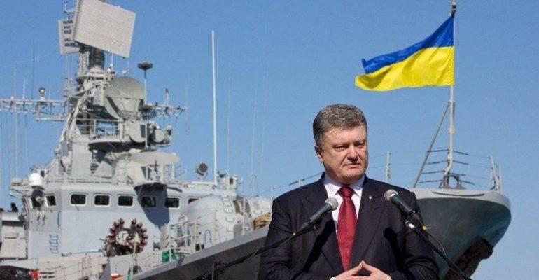 «Гребите веслами, хлопцы». В Сети высмеяли не доплывшие до Украины катера