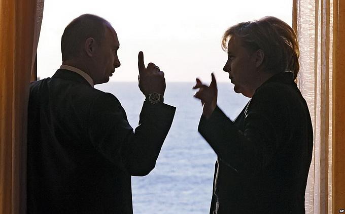 Меркель летит к Путину в Соч…