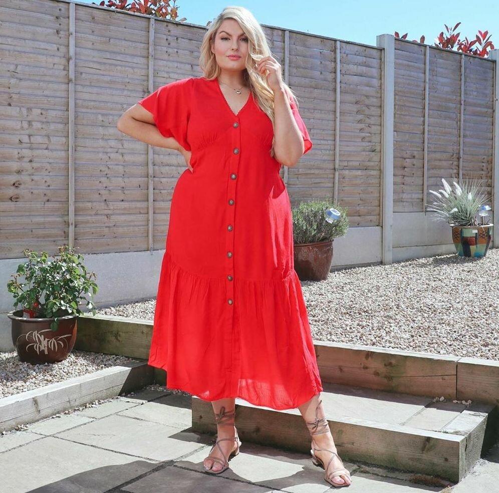 Стильная модница размером плюс-сайз покорила мир своими модными образами