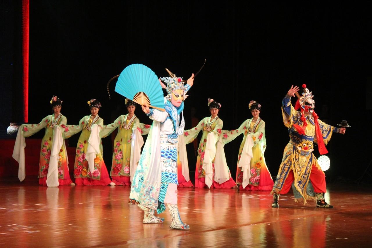 Грандиозный концерт в Китае! Очень красиво!