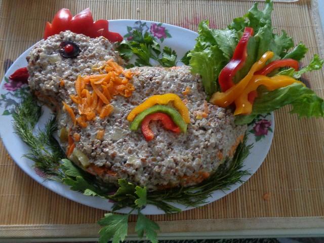 Оригинальный салат с гречкой в год Петуха! Готовим сельдь в микроволновке за 10 минут