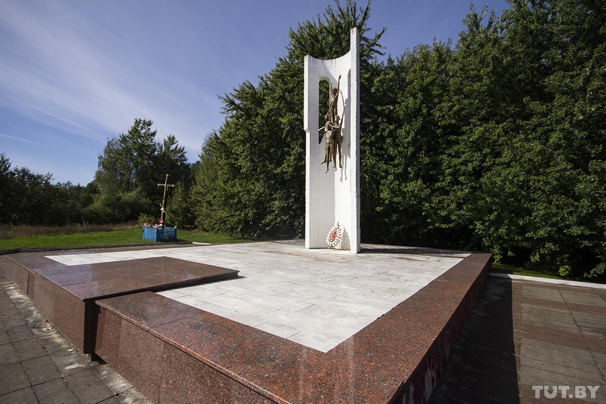 История расстрелянных нацистами 53 сирот детдома под Брестом и 9-летних Таси с Витей, которые спаслись история