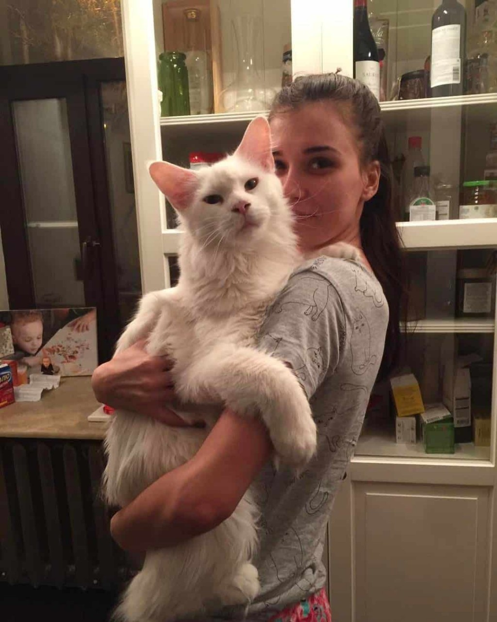 Котик, который любит обнимашки