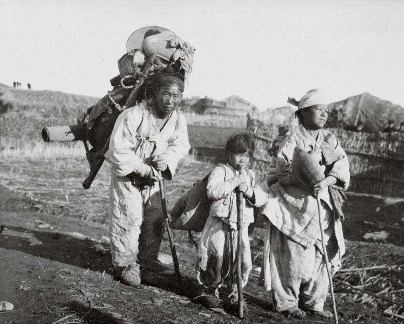 Корея, 1904 г. Семья беженцев уходит от японской армии джек лондон, история, фото