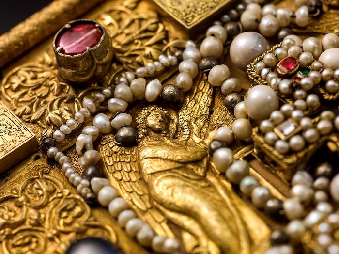 Реликвия усеяна драгоценностями. /Фото: rbth.com
