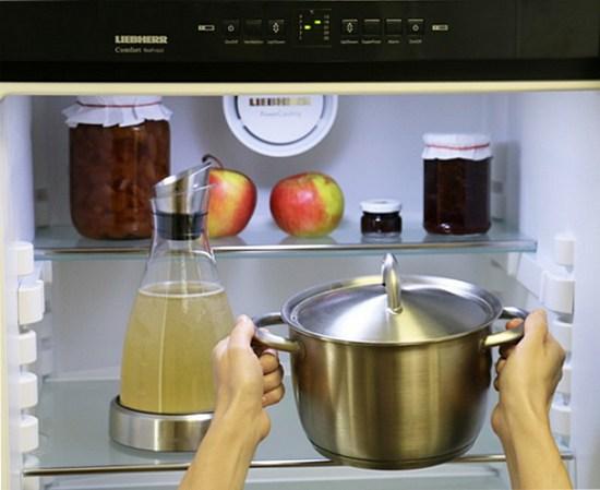 Мама говорила, что нельзя ставить горячее в холодильник. И была… неправа!