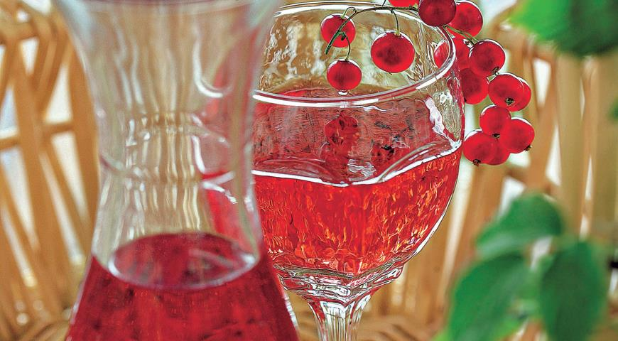 Клубнично-смородинное вино