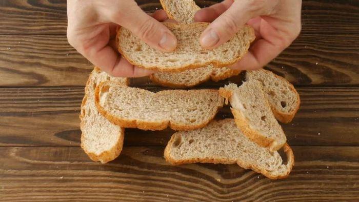 Стоит ли собирать дома остатки хлеба для удобрения растений?