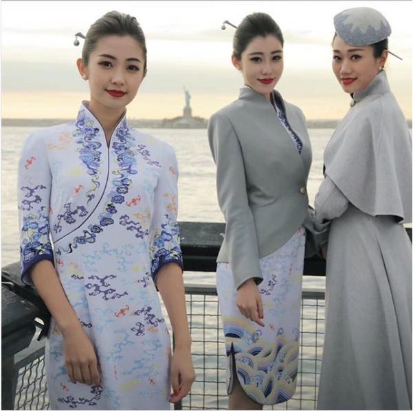 11 авиакомпаний, чьи стюардессы носят самую запоминающуюся форму