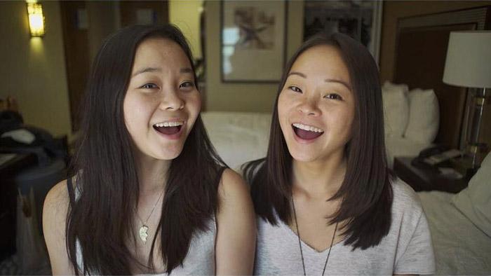 Близнецы, разлученные при рождении, через 25 лет сами нашли друг друга