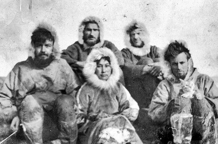 Слева направо: Aллaн Kpoуфopд (20 лет) — командир экспедиции, Лopн Haйт (28 лет) — второй командир, Фpeд Maуpep (28 лет) — третий командир, Mильтoн Гaллe (19 лет) — ассистент, Aдa Блэкджeк (23 года) Ада Блэкджек, арктика, интересно, история, познавательно, факты