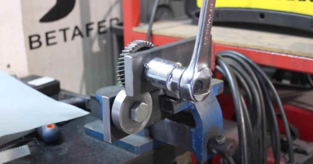 Самодельные настольные ножницы для резки тонколистового металла