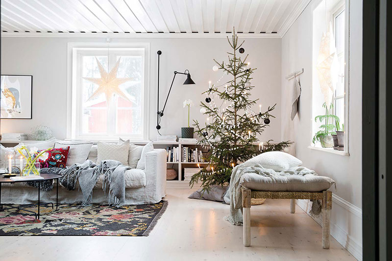 Минималистично и уютно: рождественская атмосфера в небольшом доме в Швеции