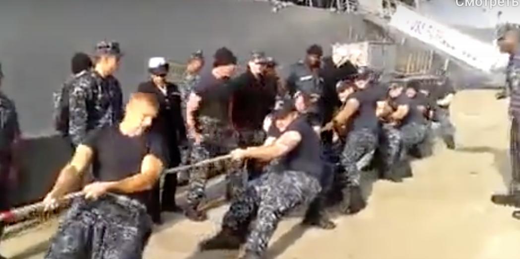 Как закончилась попытка моряков США одолеть морпехов РФ в перетягивании каната на территории Америки