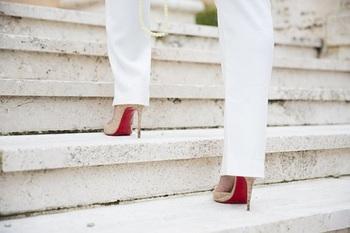 Учёные рассказали, чем ходьба на каблуках может нанести вред здоровью