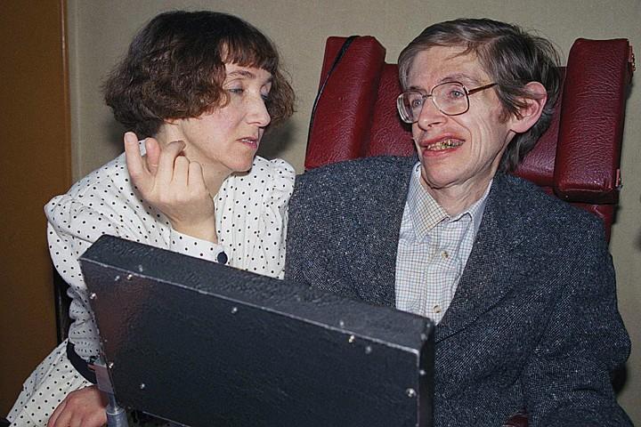 Жена Стивена Хокинга: Никто не верил, что у такого немощного человека может быть трое абсолютно здоровых детей