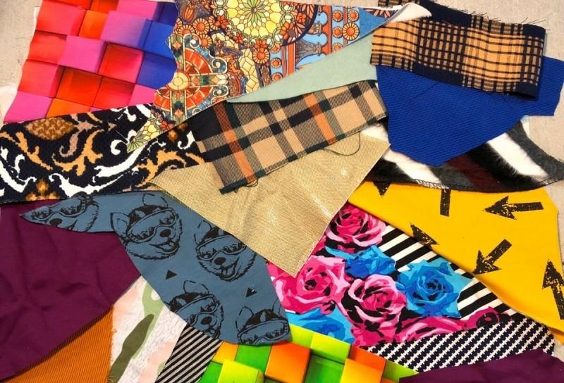Джинсовая маньячка Татьяна шьёт не только из джинсы. На этот раз – сумка из ярких кусочков которые, может, ткани, данного, могут, добавлены, кучка, фатином, чтото, собственный, тряпочек, ткань, линиями, обзываемсяТатьяна, переехали, плотную, подрезАлось, базовую, Чтото, добавлялось
