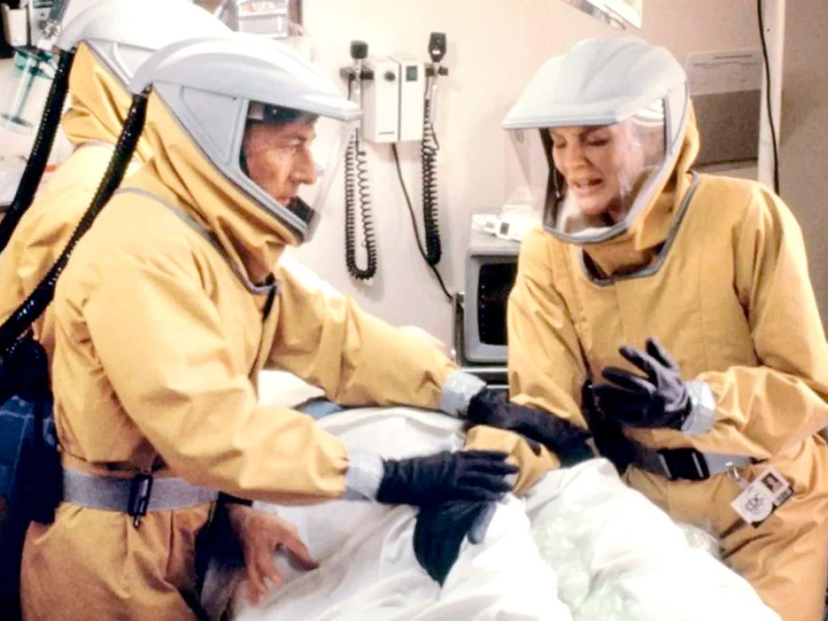 Те, кто уничтожал медицину, сейчас наживаются на эпидемии