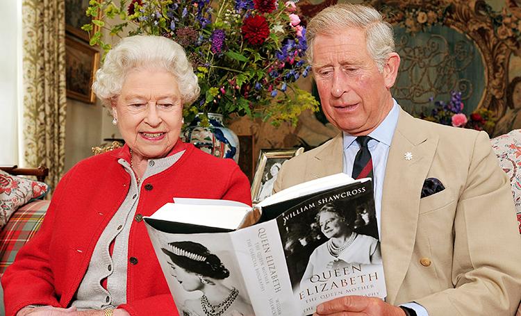 Да здравствует королева: 10 книг о британской монаршей семье, которые стоит прочесть