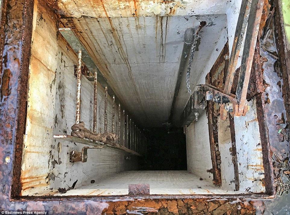 ВАнглии найден заброшенный бункер совсеми припасами для спасения отядерной войны